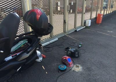 welding_handles_to_metal_gate_1